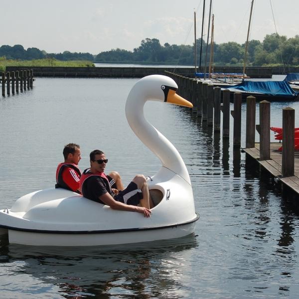 Zwaan Waterfiets huren Oostzaan
