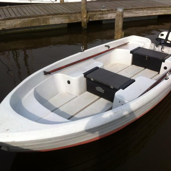 Toer/visbootje met buitenboordmotor huren Anjum